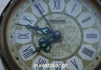 Um relógio antigo
