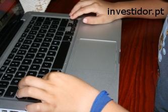 Vantagens e desvantagens de investir na internet